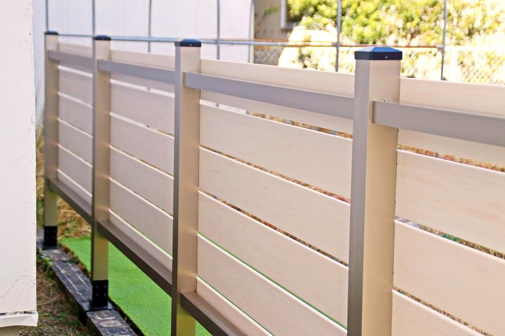 ブロック用フェンスの裏側