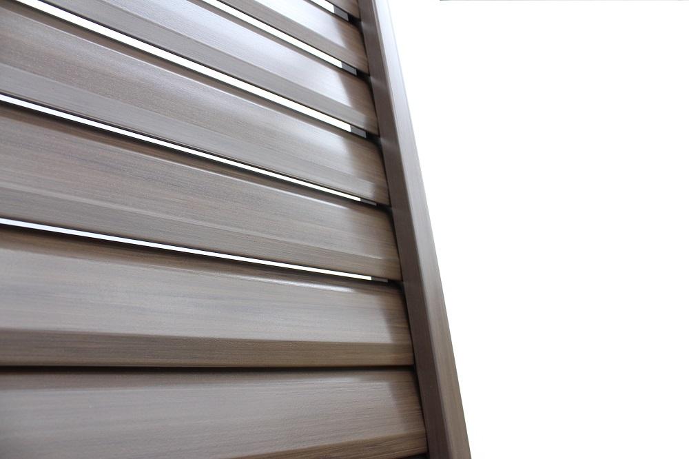 木調樹脂ルーバーフェンスの見え方