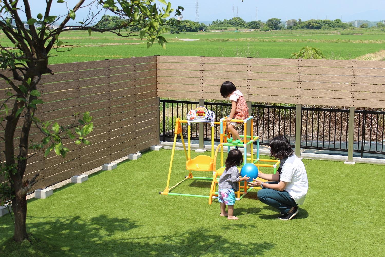上段目隠しフェンスで圧迫感のないお庭作り