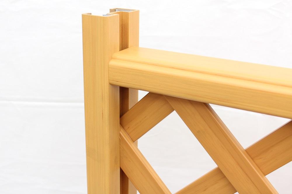 木調樹脂ラティスフェンスのアップ