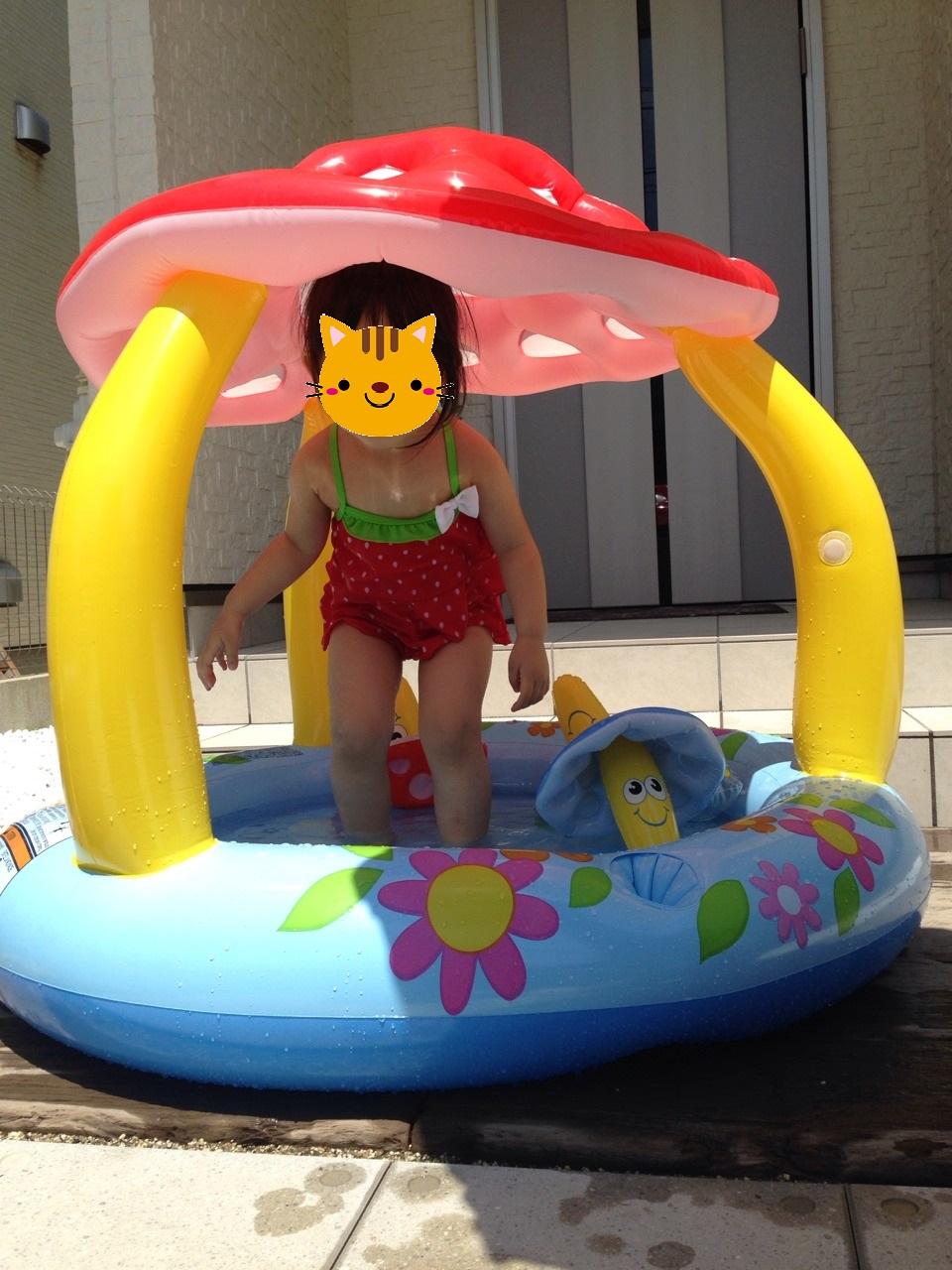 家でプール遊び