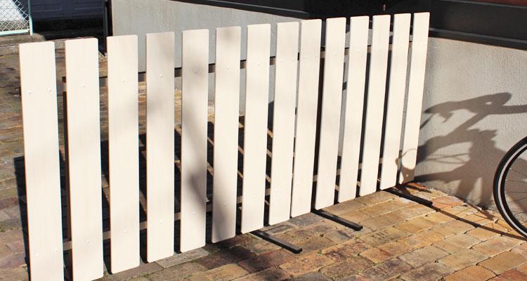 お庭のパーテーションに。自立するスタンド式フェンス